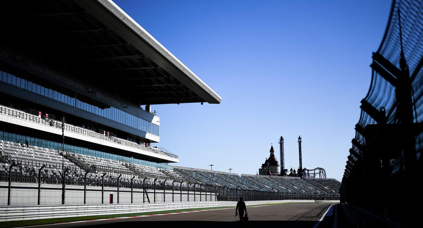 Практически 10 000 человек посетили Сочи Автодром впервый день Formula 1