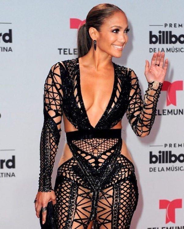 Джей Лопришла намузыкальную премию впрозрачном платье-сетке без белья