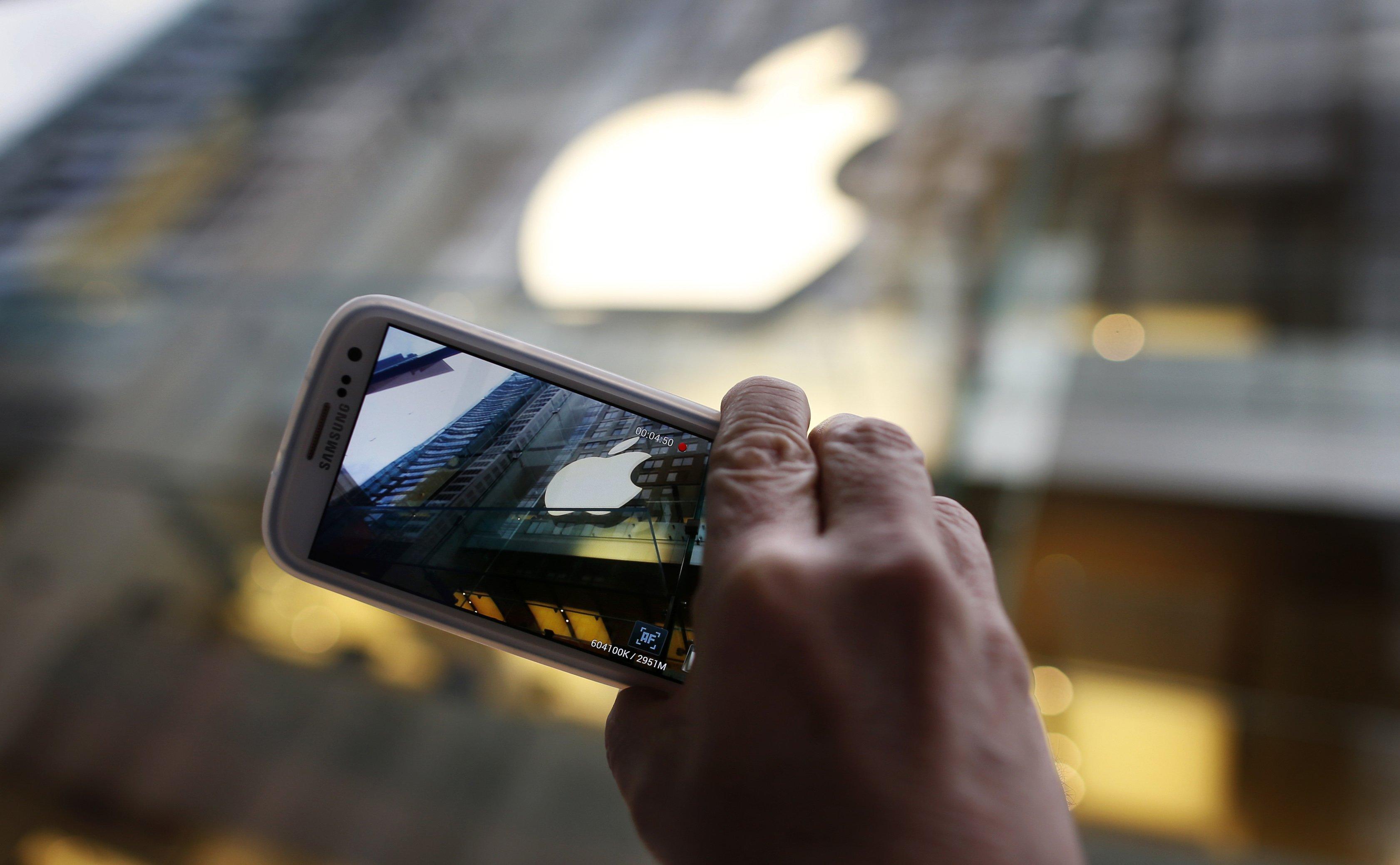 Samsung обогнала Apple по продажам в первом квартале 2017 года