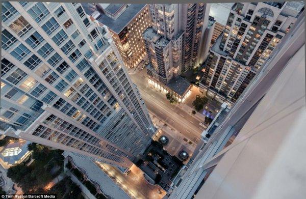 Экстремал из Екатеринбурга показал трюки на крыше небоскреба в Бангкоке