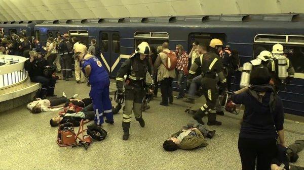 Со вторника в Санкт-Петербурге объявлен трехдневный траур