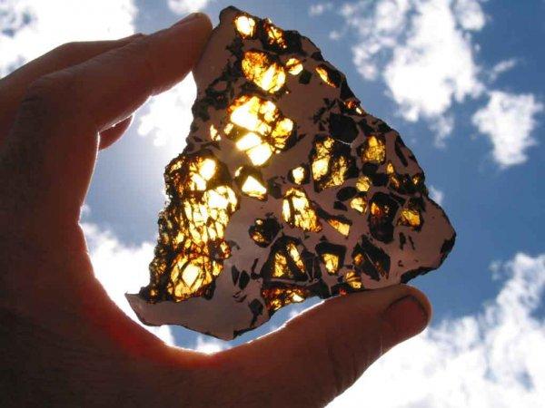 Ученые: В апреле на Великобританию упадет крупный астероид