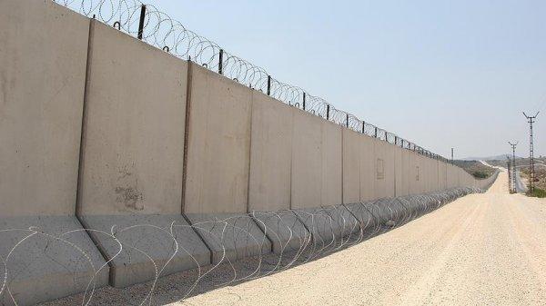 Турция возвела на границе с Сирией стену протяженностью 556 км