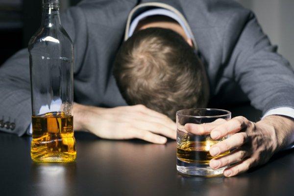 Ученые предупреждают: Спиртное вызывает изменения в мозгу