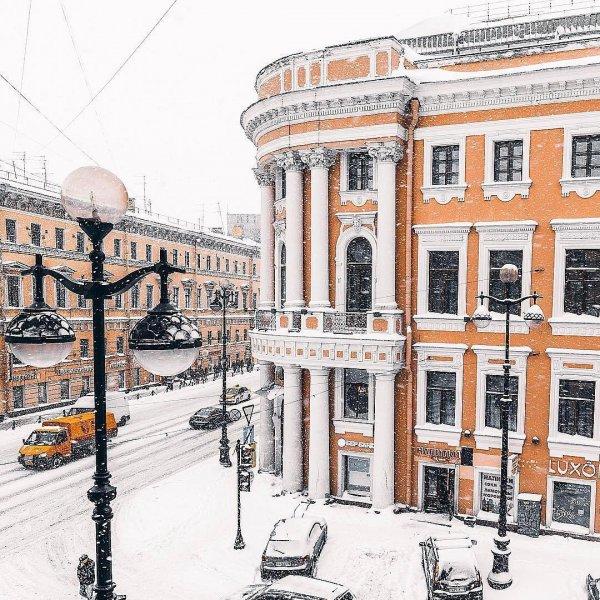 Пользователи Сети массово обсуждают погоду в Петербурге