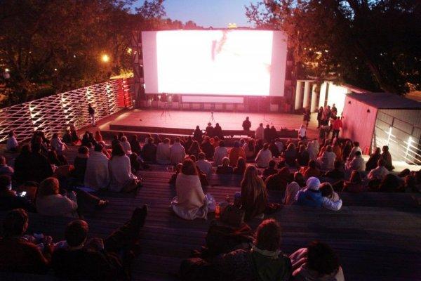 Музей «Гараж» откроет кинотеатр под открытым небом