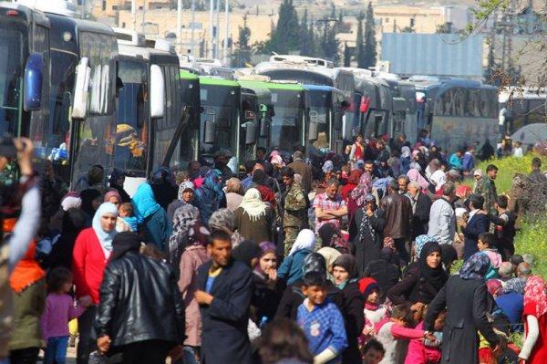 В Сирии после теракта возобновили эвакуацию перемещенных лиц