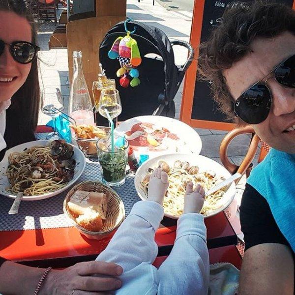 Дарья Домрачева опубликовала снимок дочери с семейного обеда