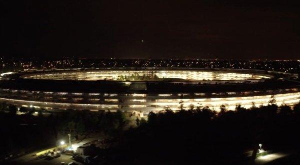 В Сети появились великолепные ночные снимки почти завершенного кампуса Apple Park