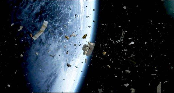 NASA создаст устройство для уборки космического мусора размером с бумажный лист