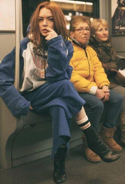 Секс прямо в туалете: Новые фото Линдси Лохан взорвали сеть