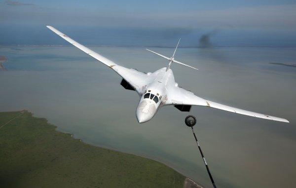 На параде Победы Ту-160 впервые возглавит группу из четырех Ту-22М3
