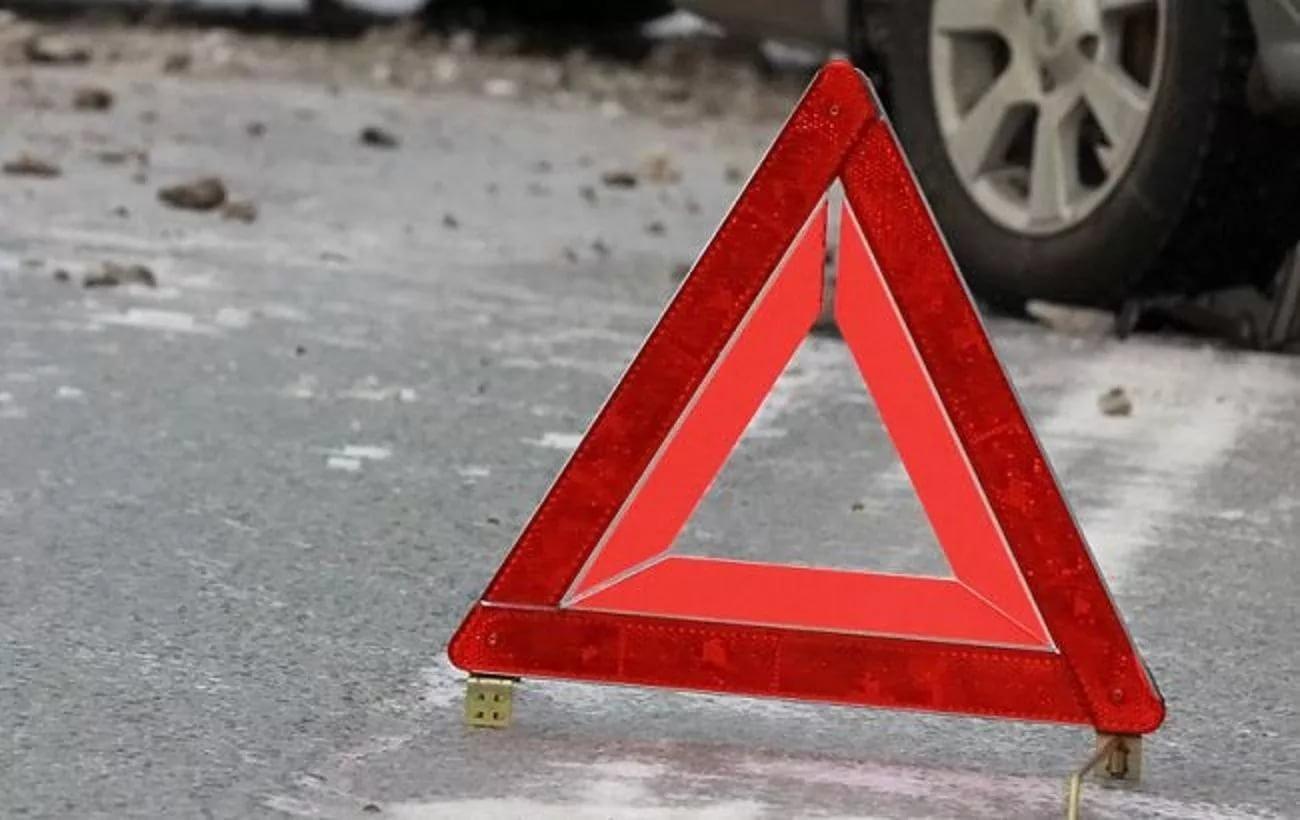 ВОмской области шофёр мопеда насмерть разбился вДТП
