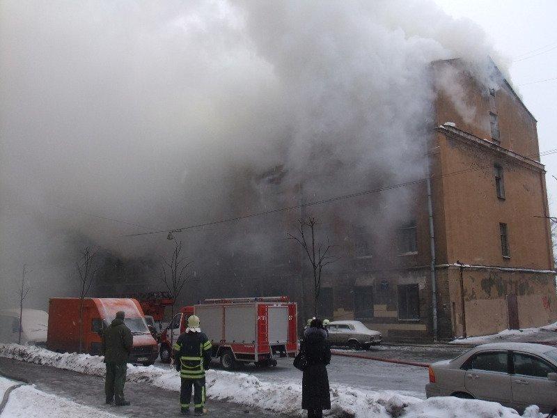 Изгорящего общежития в северной столице  спасли шесть человек