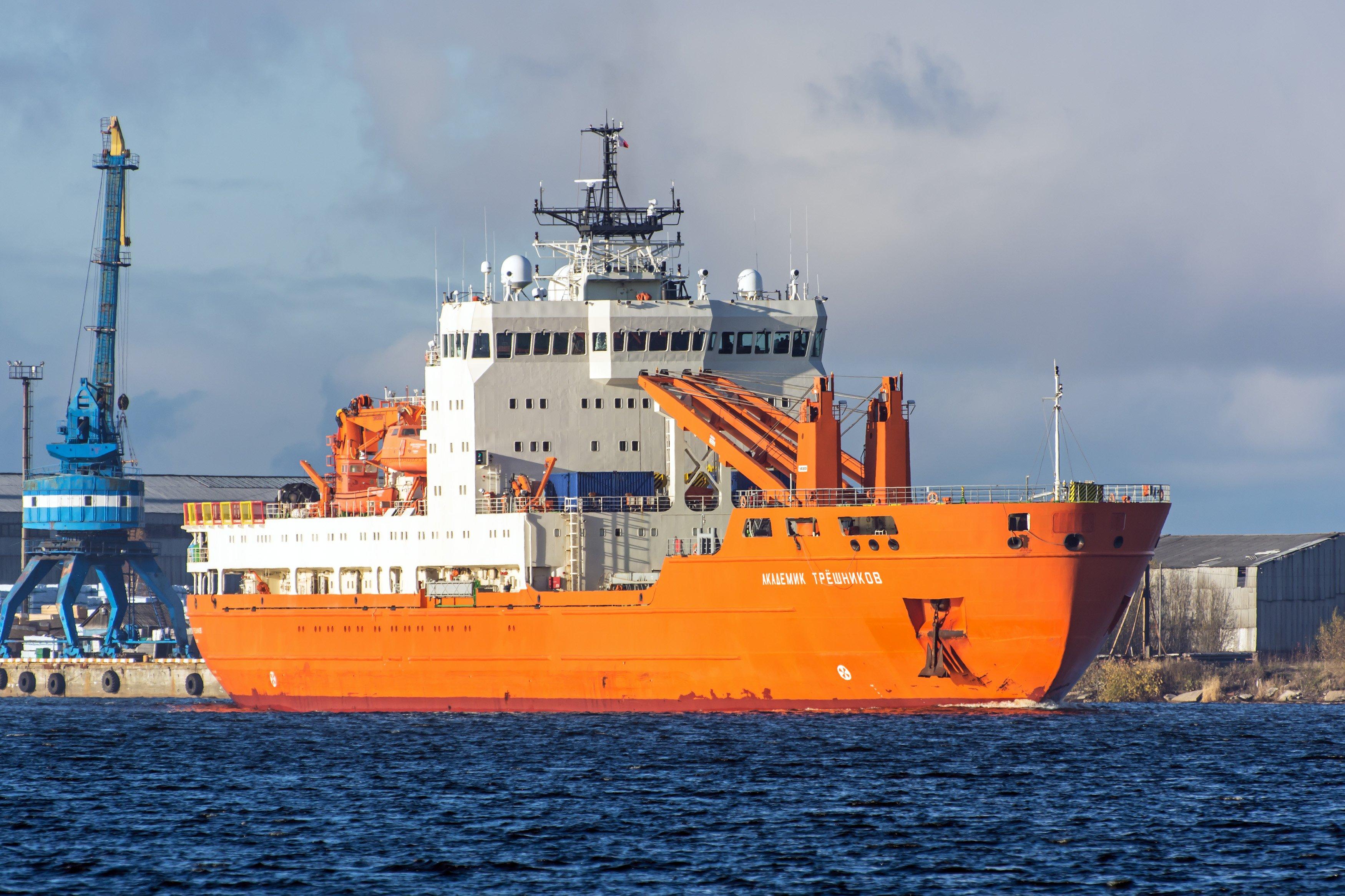 Корабль Академик Трешников вернулся в Петербург из кругосветной экспедиции