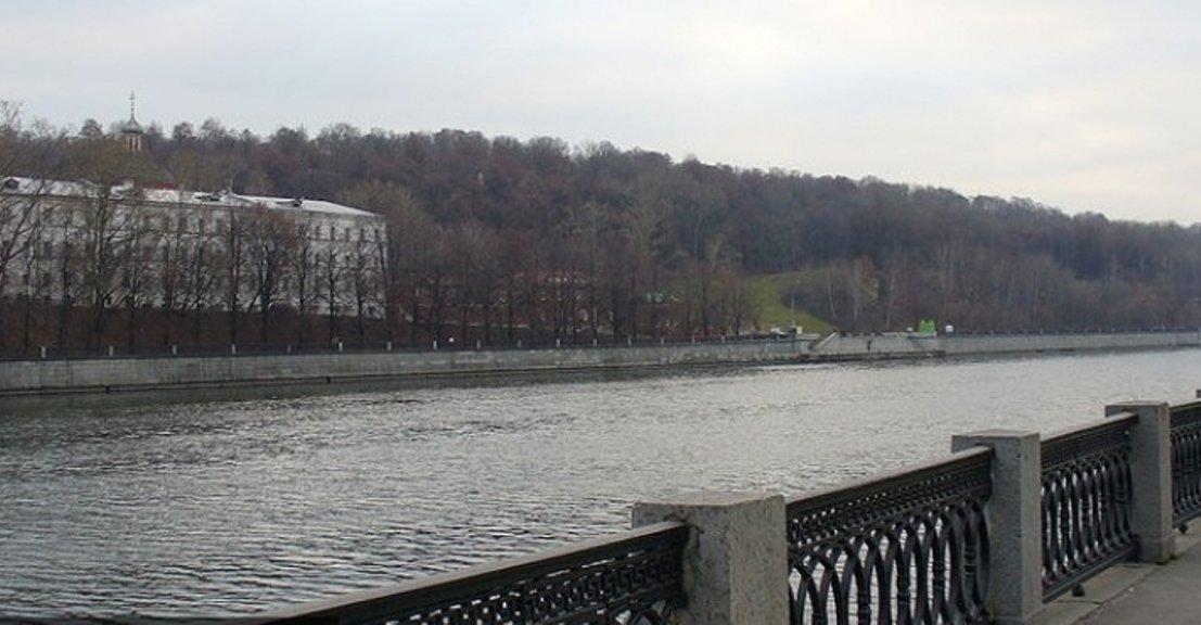 Сброс воды сРублевской плотины привел кподтоплению набережных в российской столице