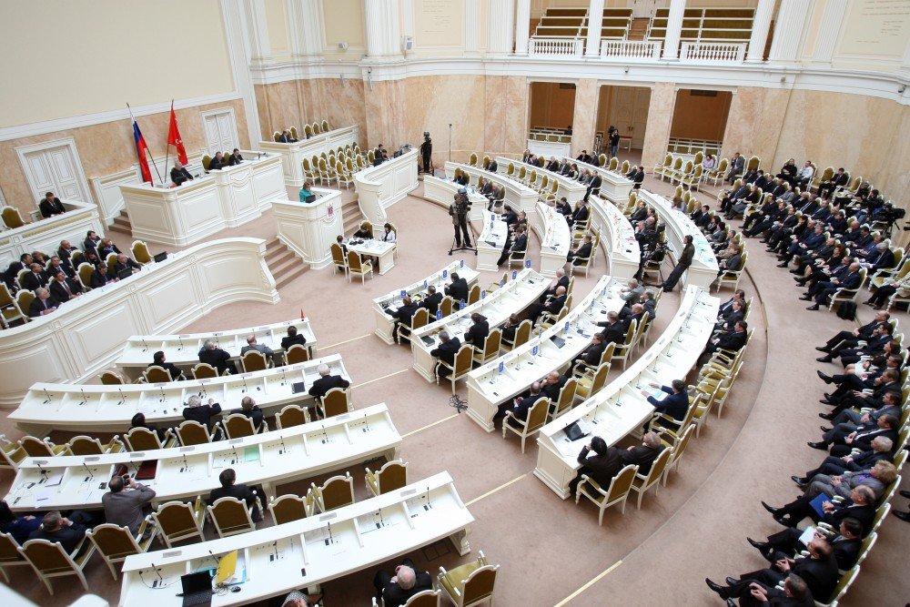 Спикер петербургского парламента отчитал оппозиционного депутата заотсутствие георгиевской ленточки