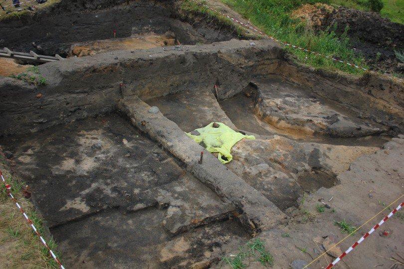 Археологи отыскали вВязьме старинную деревянную мостовую