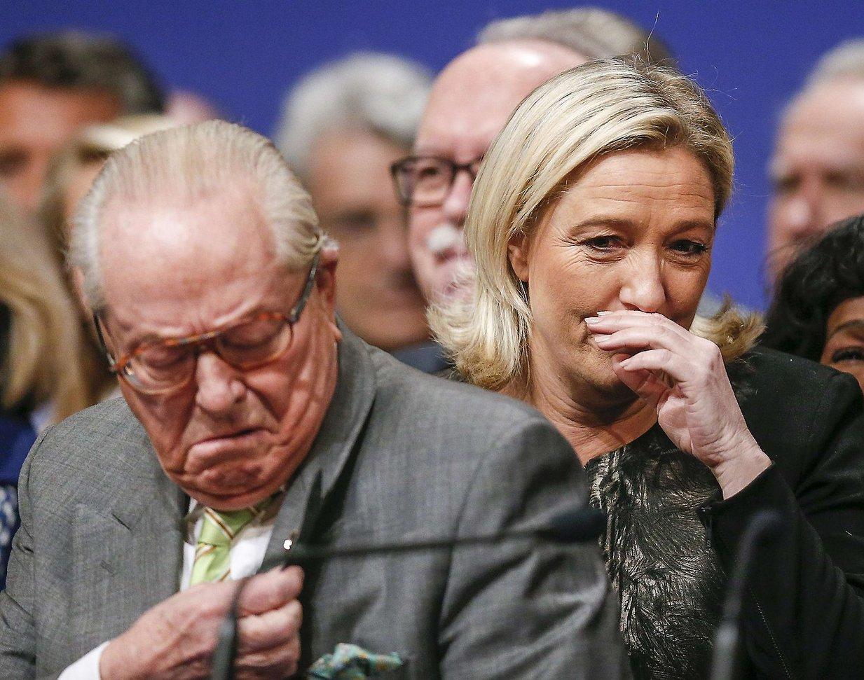 ЛеПен поздравила Макрона спобедой навыборах