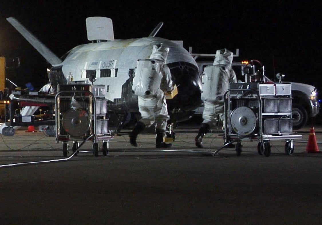 После 2-х лет вкосмосе вернулся наЗемлю секретный самолет ВВС США