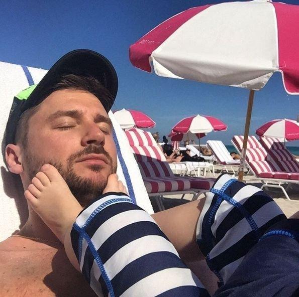 Сергей Лазарев поделился трогательным снимком сына Никиты на береге