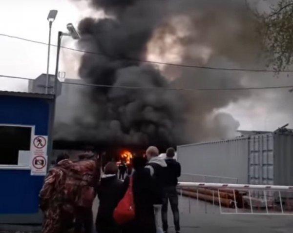 Размещено видео пожара наЮжном автовокзале вЕкатеринбурге