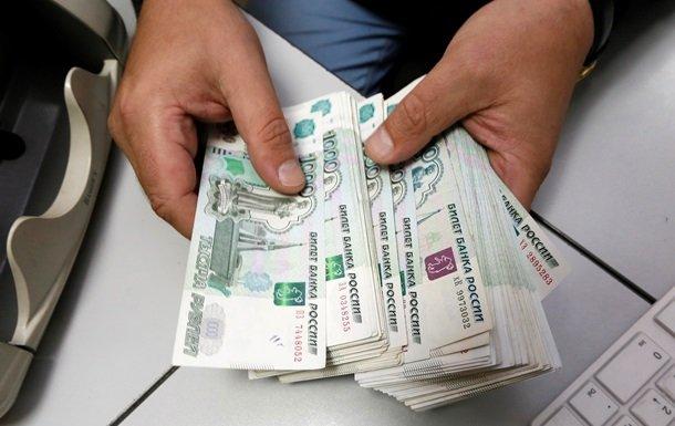 Больше половины граждан России считают, что свободные средства нужно положить вбанк