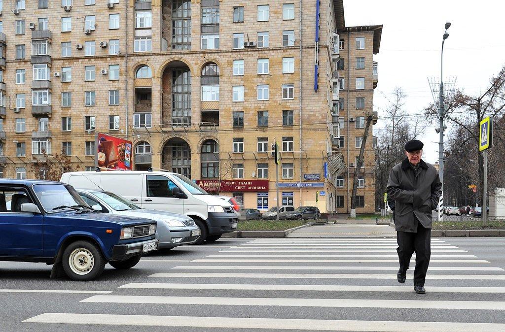 В российской столице  шофёр  БМВ  напал наженщину-пешехода сдетьми