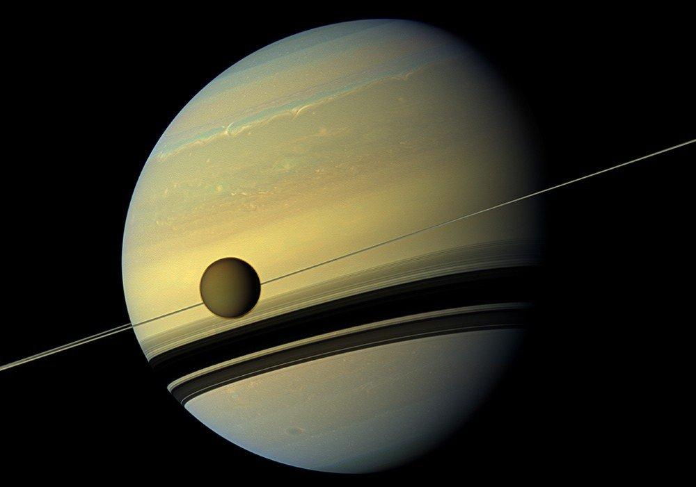 Зонд Cassini зафиксировал на кольцах Сатурна пропеллеры