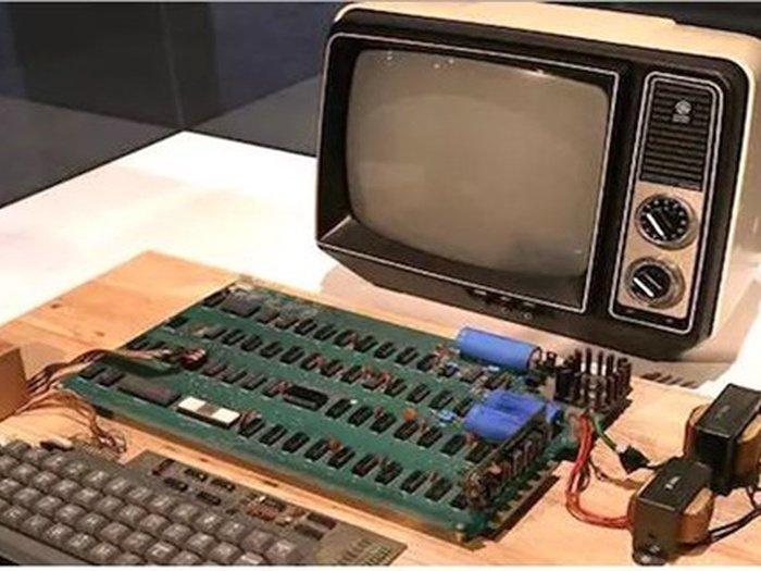 Нааукционе вКельне компьютер Apple Iпродали за €110 тыс.