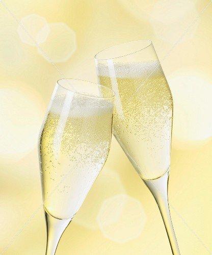 Бокал шампанского внеделю улучшает память— Ученые