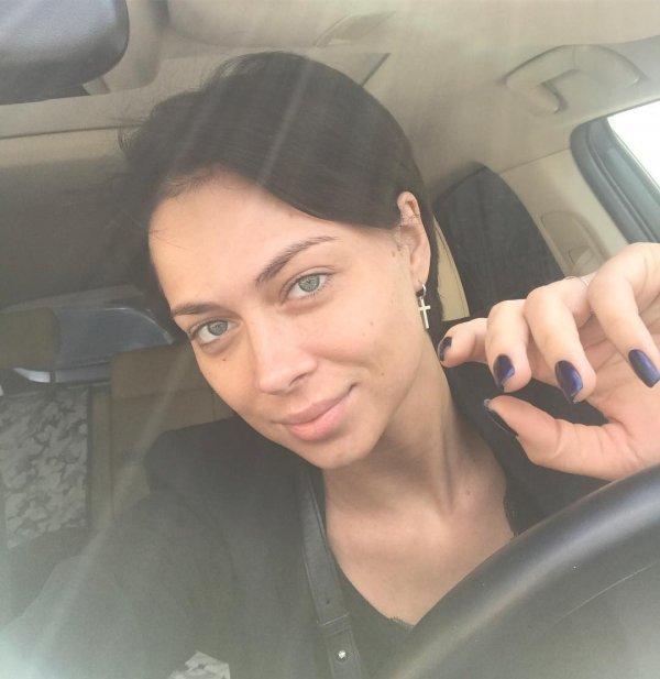 Настасья Самбурская опубликовала вInstagram фото без макияжа