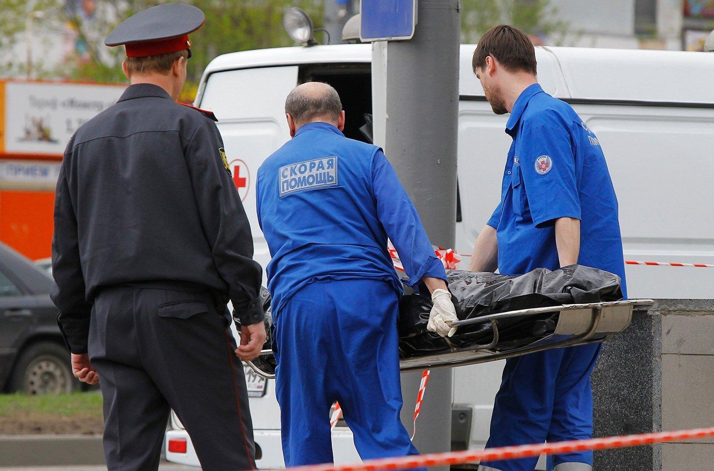 Вподъезде Соснового Бора было найдено тело бездомного