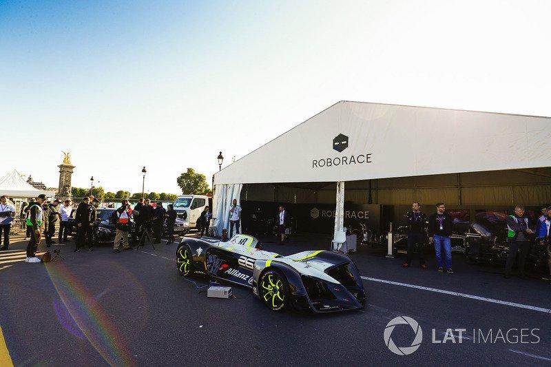 ВоФранции прошли публичные тесты беспилотной гоночной машины