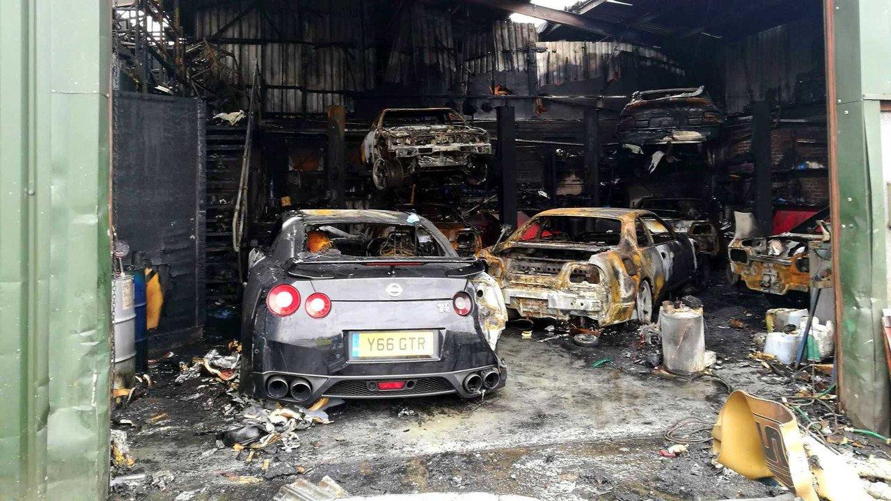 сгорел автосалон