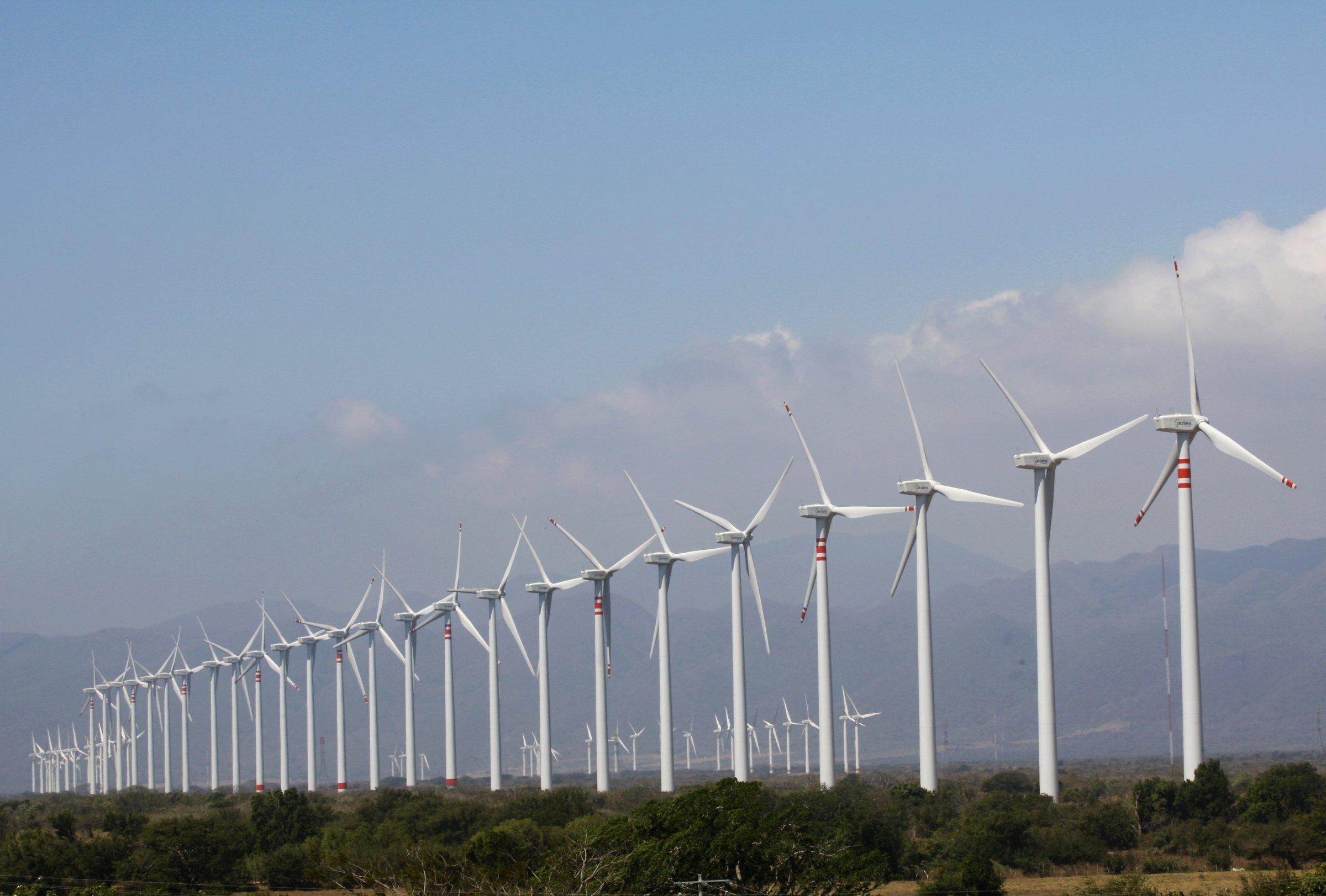 Крупнейшие вмире ветротурбины начали производить электроэнергию в Британии