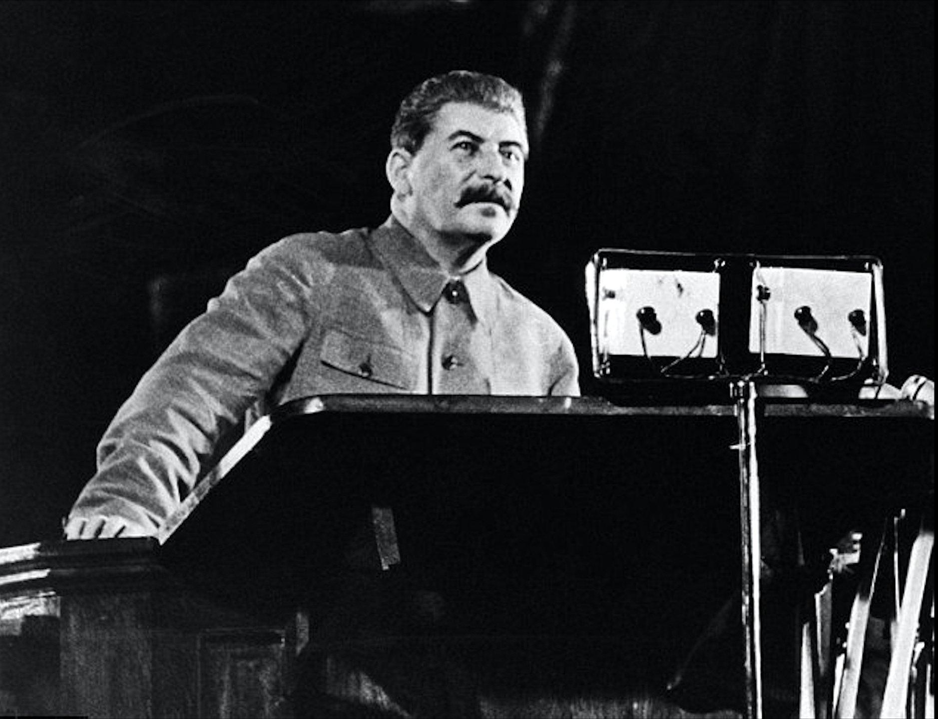 Неменее трети граждан России считают сталинские репрессии преступлением