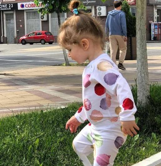 Ксения Бородина перестала утаивать лицо меньшей дочери