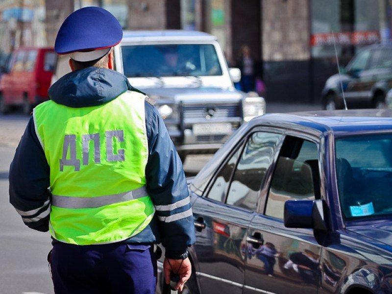 Преступники с тесаком обокрали водителя