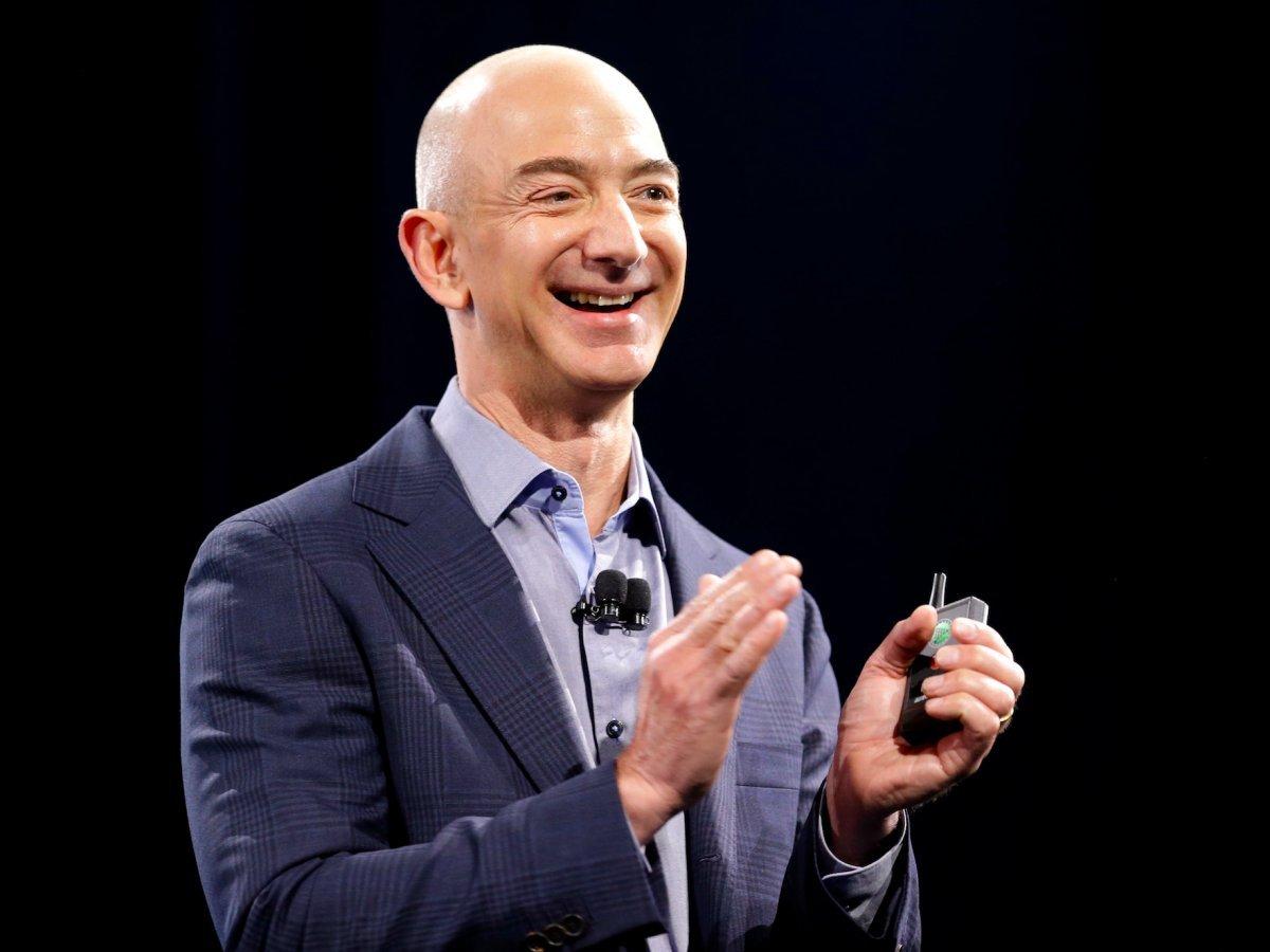 Руководитель компании Amazon Джефф Безос захотел построить города наЛуне