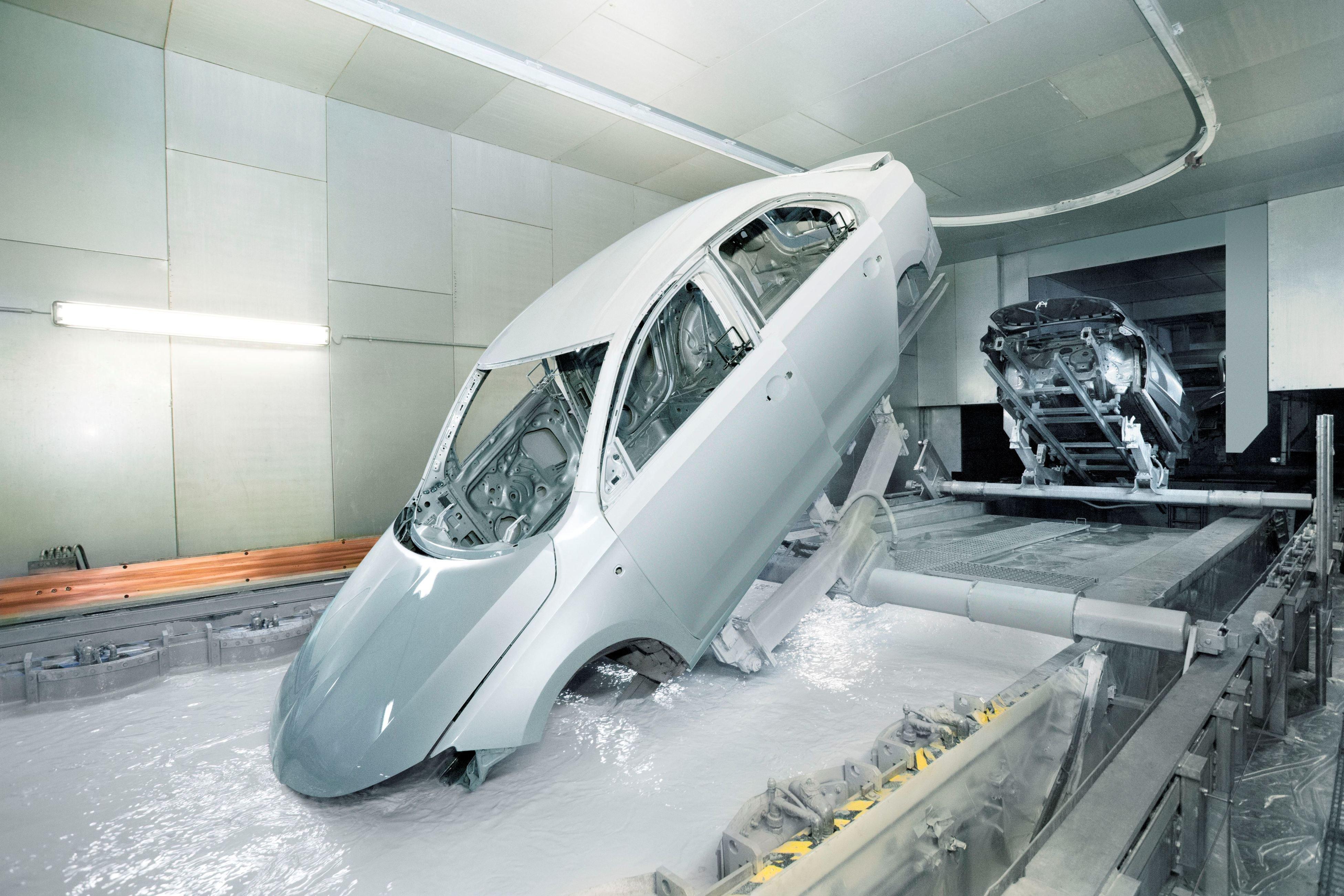 VW  вКалуге закончил  сборку моделей Caravelle иMultivan