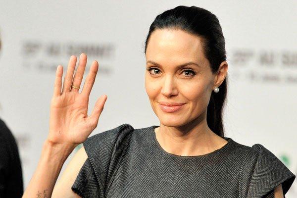 Анджелина Джоли не надела нижнее белье на День рождения дочери