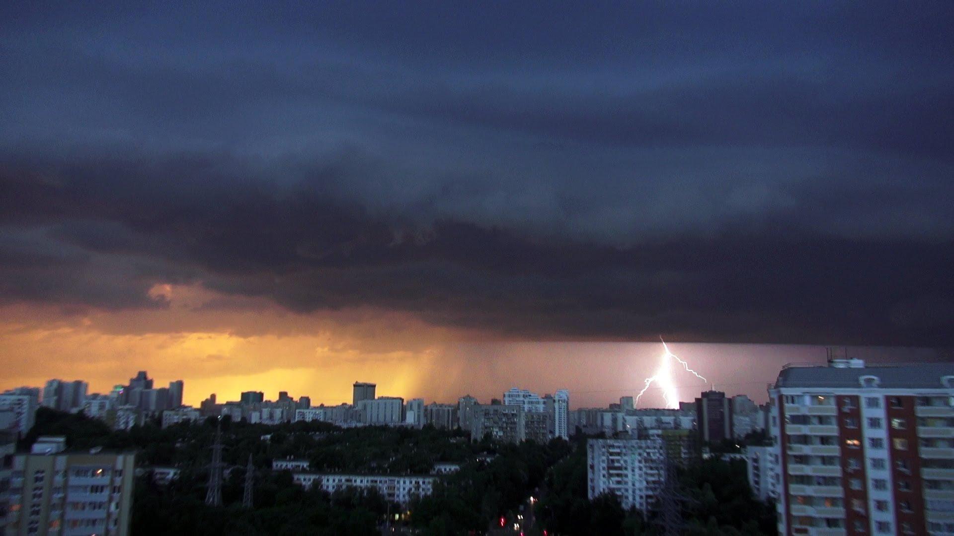 После шторма вовторник в российскую столицу придет тепло инебольшой дождь