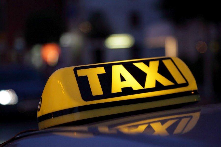 Все петербургские такси станут белыми