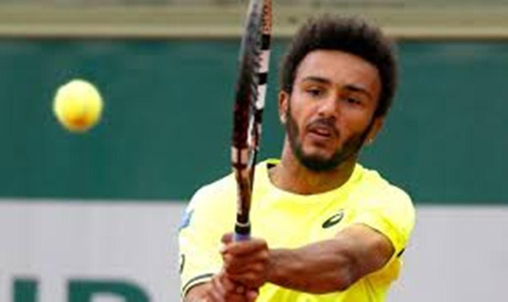 Теннисист лишен аккредитации на«Ролан Гаррос» запоцелуй сжурналисткой