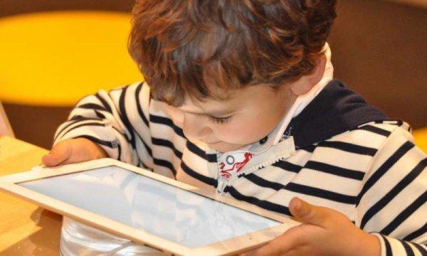 Ученые изучили, как использование технологий влияет на подростков