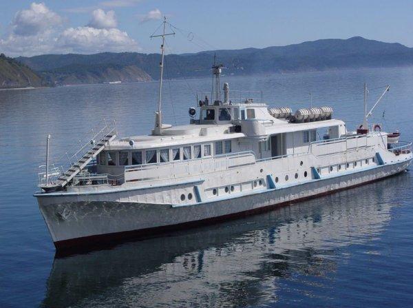 На Дунае в Венгрии столкнулись на полном ходу два украинских судна