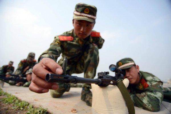 В Китае смартфоны начнут следить за солдатами
