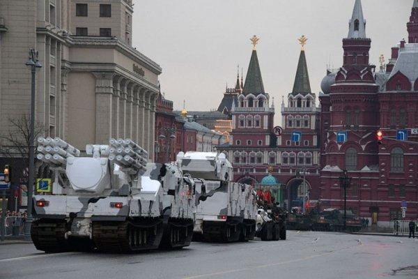 Украинцы заскучали по московским парадам Победы