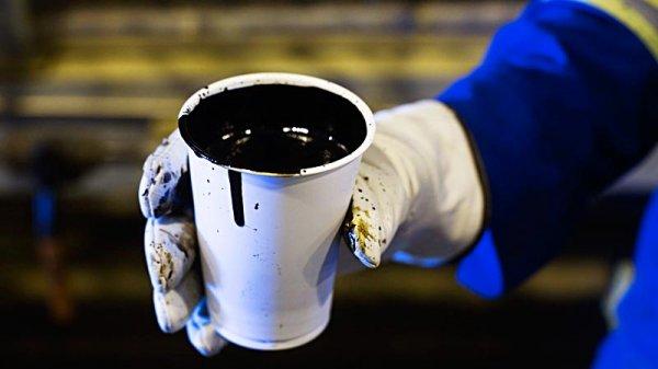 Россия и Саудовская Аравия намерены продлить соглашение по сокращению добычи нефти